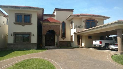 Residencia En Venta. Fracc. Loma Real En Tampico, Tam.