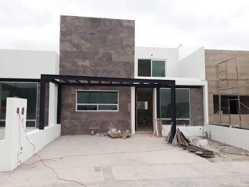 Hermosa Casa En Venta En Fracc, Villas Del Roble