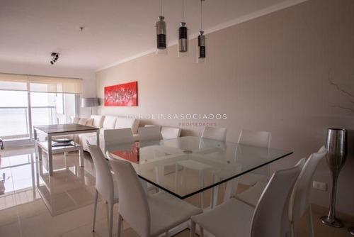 Departamento De 2 Dormitorios En Miami Boulevard, Punta Del Este- Ref: 46