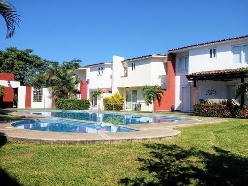 Casa En Renta En Coto Privado, 5 Min. De Plazas Comerciales.