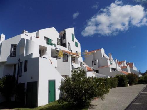 Apartamento En Muy Buena Ubicacion En La Brava, De 3 Dor, 3 Baños Mas Dependencia Con Baño, Y Cochera Techada. Consulte!!!!!!- Ref: 2063