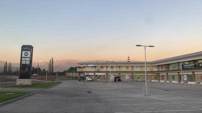 Centro Comercial Del Valle / Strip Center, Chicureo