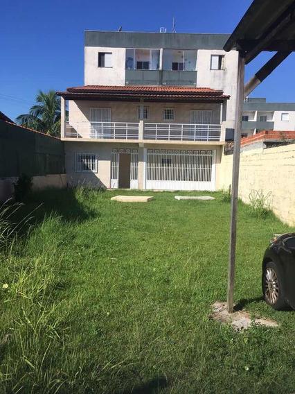 Casa 3 Quartos, Sendo 1 Suíte E Mais 2 Banheiros.