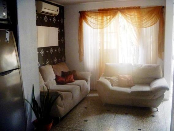 Casa En Venta Centro De Barquisimeto 20-104 Jrh