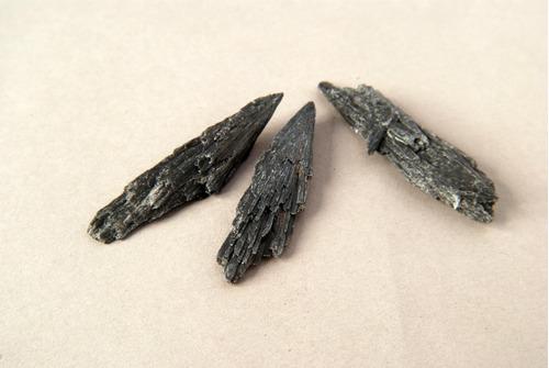 Piedra Mineral Cianita Negra Grande