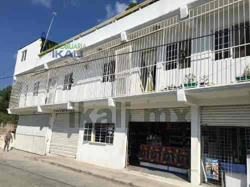 Venta Casa Con 3 Locales Comerciales Tihuatlan Veracruz. Casa En Venta Para Uso De Vivienda Y Comercial, En Planta Baja Cuenta Con Tres Locales Comerciales Con Medio Baño Cada Uno, En La Planta Alta