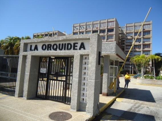 Apartamento Amplio Y Muy Cómodo En Urbanización Residencial