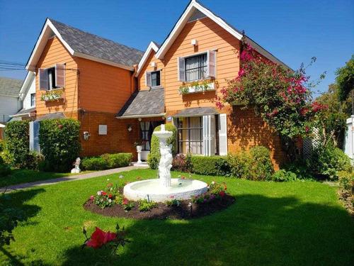 Hermosa Casa Aislada 2 Pisos En Sector Residencial.