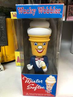Funko Vintage Wacky Wobbler Bobble Head Mister Softee