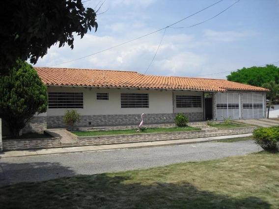 Casa En Venta En Cabudare 0412-6442375 Cod 19-8034