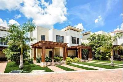 Venta De Lujosa Villa En Privada Harmonia, En El Country Club Yucatán