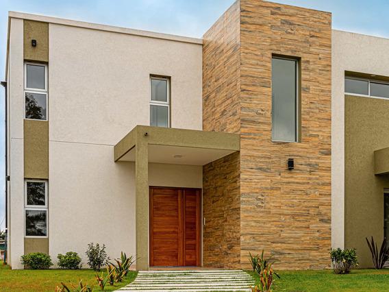 Casa De 3 Dormitorios En Venta, Barrio Las Golondrinas.-