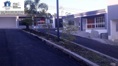 Casa De Un Nivel En Residencial Cerrado En El Km4, San Crist