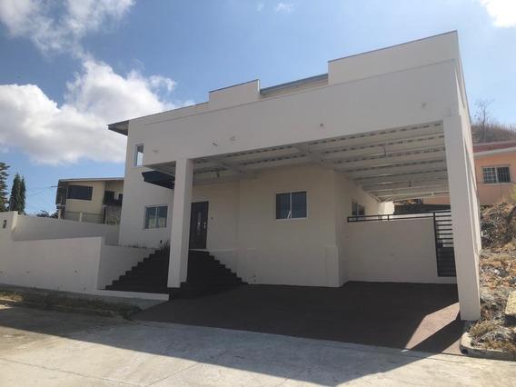 Venta De Bonita Casa En Altos De Santa María, Negociable!