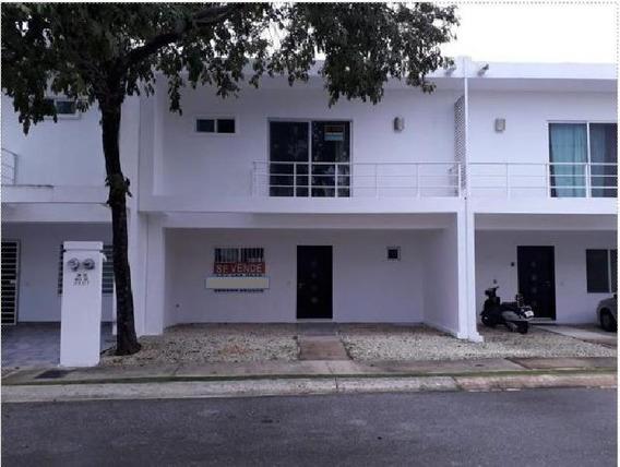 Casa En Condominio En Venta/renta En Playa Del Carmen.