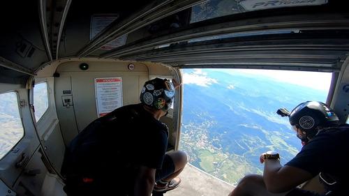 Imagem 1 de 1 de Salto De Paraquedas