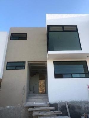 Preciosa Residencia En Zibata, Roof Garden, 3 Habitaciones, Sala Tv, De Lujo !!