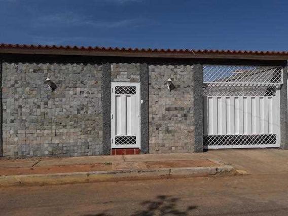 Casa En La Urbanizacion Los Samanes
