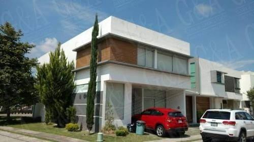 Hermosa Casa De Dos Niveles En Coto Privado En Santillana