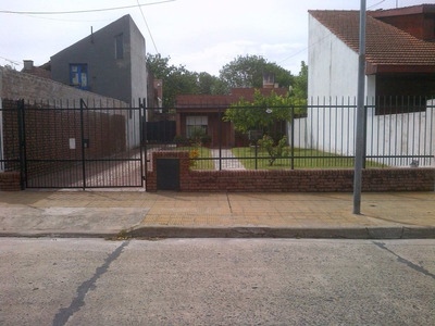 Casa A Actualizar Muy Buen Jardin