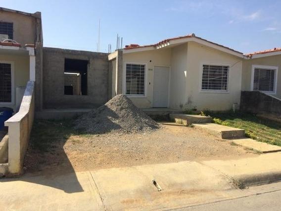 Casas En Venta En La Ensenada Yaritagua 20-13382