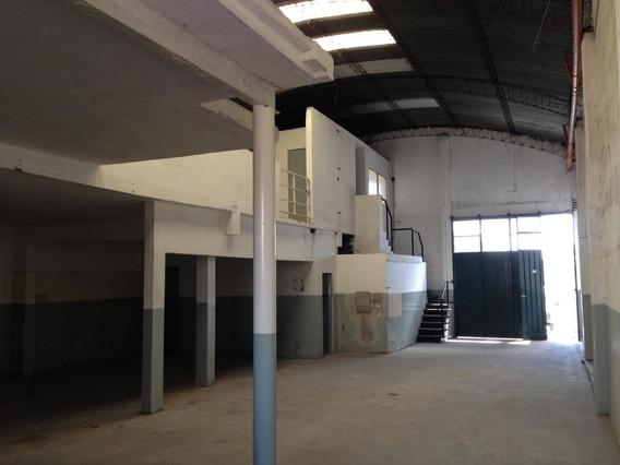 Alquiler Por 36 Meses / Galpón - Deposito En Dos Plantas En Barrio Bernardino Rivadavia Sobre Mas De 350 Mts2 Cubiertos