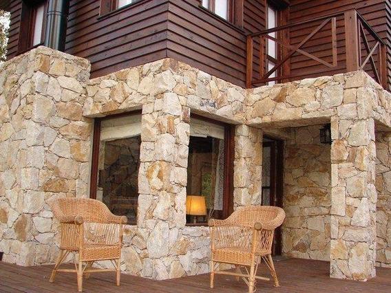 Cabaña De 3 Ambientes Con Parque, Cochera, Parrilla,