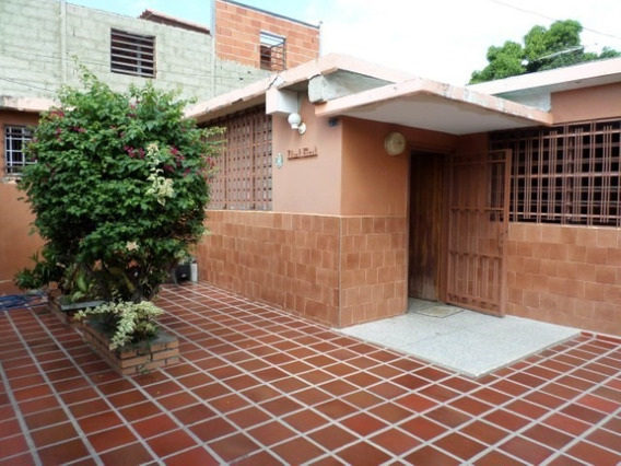Casa En Venta Centro Barquisimeto 20-3081 J&m 0412 0580381