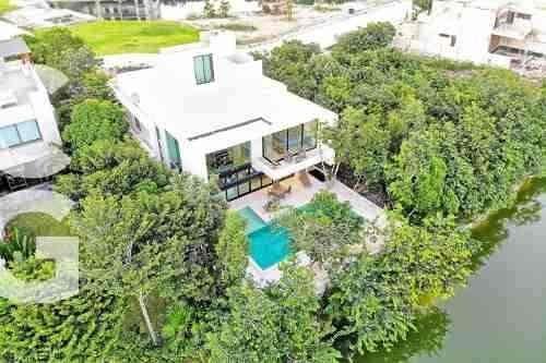 Casa En Venta En Cancun En Residencial Country Club De 4 Rec