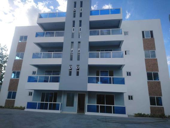 Apartamentos Con Tres Parqueos En San Isidro