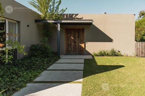Imagen 1 de 30 de Casa De 208m2 Construidos Con Diseño Y Categoría - Barrio Guido - Bajas Expensas
