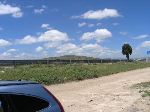 Terreno Por Pedro Escobedo Carretera Cdmx - Qro., .28 Has.