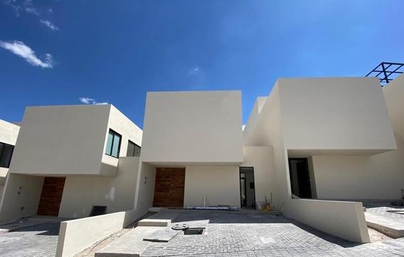 Casa En Venta En Zibata Con Roof Garden Y Recamara En Planta Baja