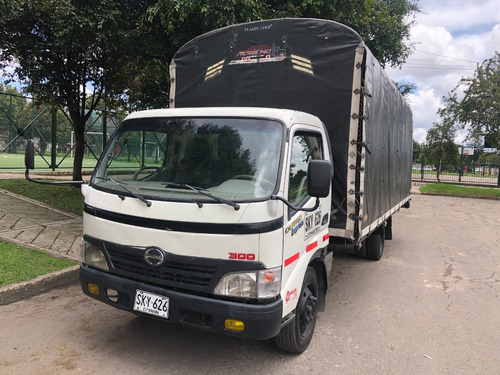 Camion Hino  Dutro 300 Estacas Año 2010