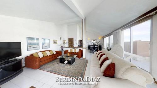 Precioso Penthouse Con Excelente Vista A La Bahía De Playa Mansa- Ref: 317