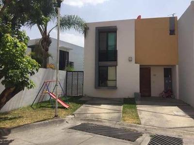 Casa En Venta En Tlajomulco, Excelente Zona, Calle Oyamel