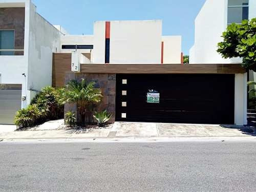 Casa En Venta En Fracc. Lomas Diamante. Veracruz, Ver. Vigilancia 24hrs