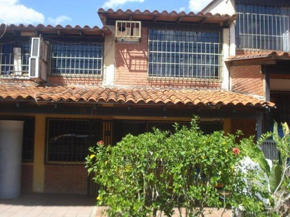 Casas En Venta Guatire Las Rosas 19-11162 Fncap
