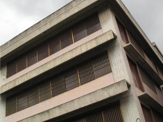 Edificio En Venta O Baños Y 1 Puestos