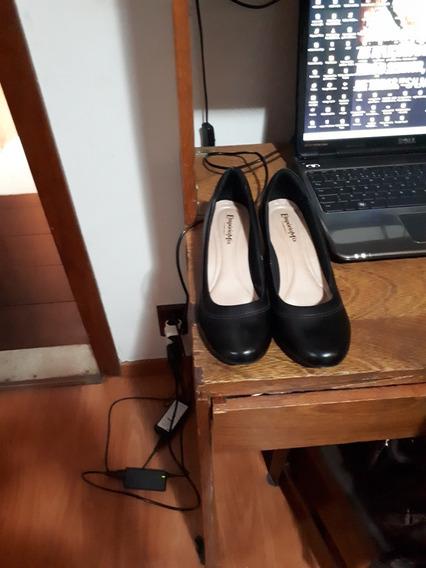 Sapato De Couro Bico Redondo