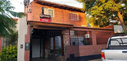 Casa 5 Ambientes Con Patio Y Cocheras