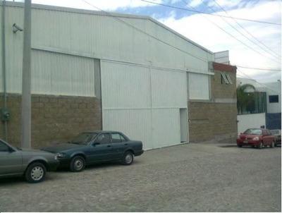 Venta De Bodega Con Oficinas A Unas Calles De La Carretera Querétaro-cdmx