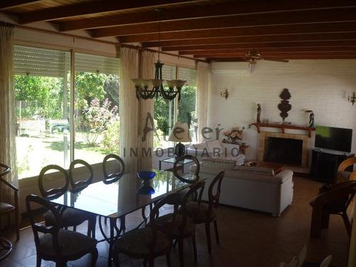 Excelente Casa A Dos Cuadras Del Mar- Ref: 143