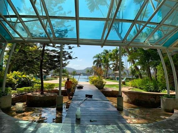 Isla Paraiso Yralys Langaigne