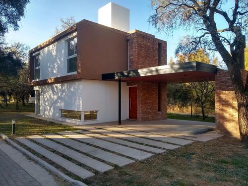 Casa En Housing De Villa Allende Golf!