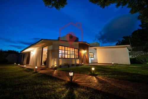 Imagen 1 de 24 de Casa Amueblada De 1 Nivel Con Amplio Jardín En Jurica