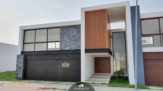 Casa En Venta De 3 Habitaciones, A Unas Cuadras De Boca Del Rio, Ver.