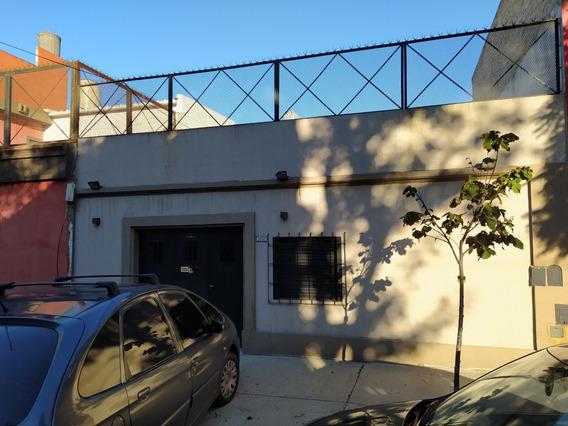 Casa 2 Ambientes, 1 Baño, Garage - Deposito, Patio, Parrilla