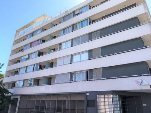 Venta Con Renta De 2 Dormitorios Y Garaje Tres Cruces