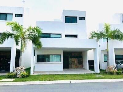 Casa Nueva A Estrenar En Venta 3 Recàmaras En Huayacàn Sm 311, Cancún